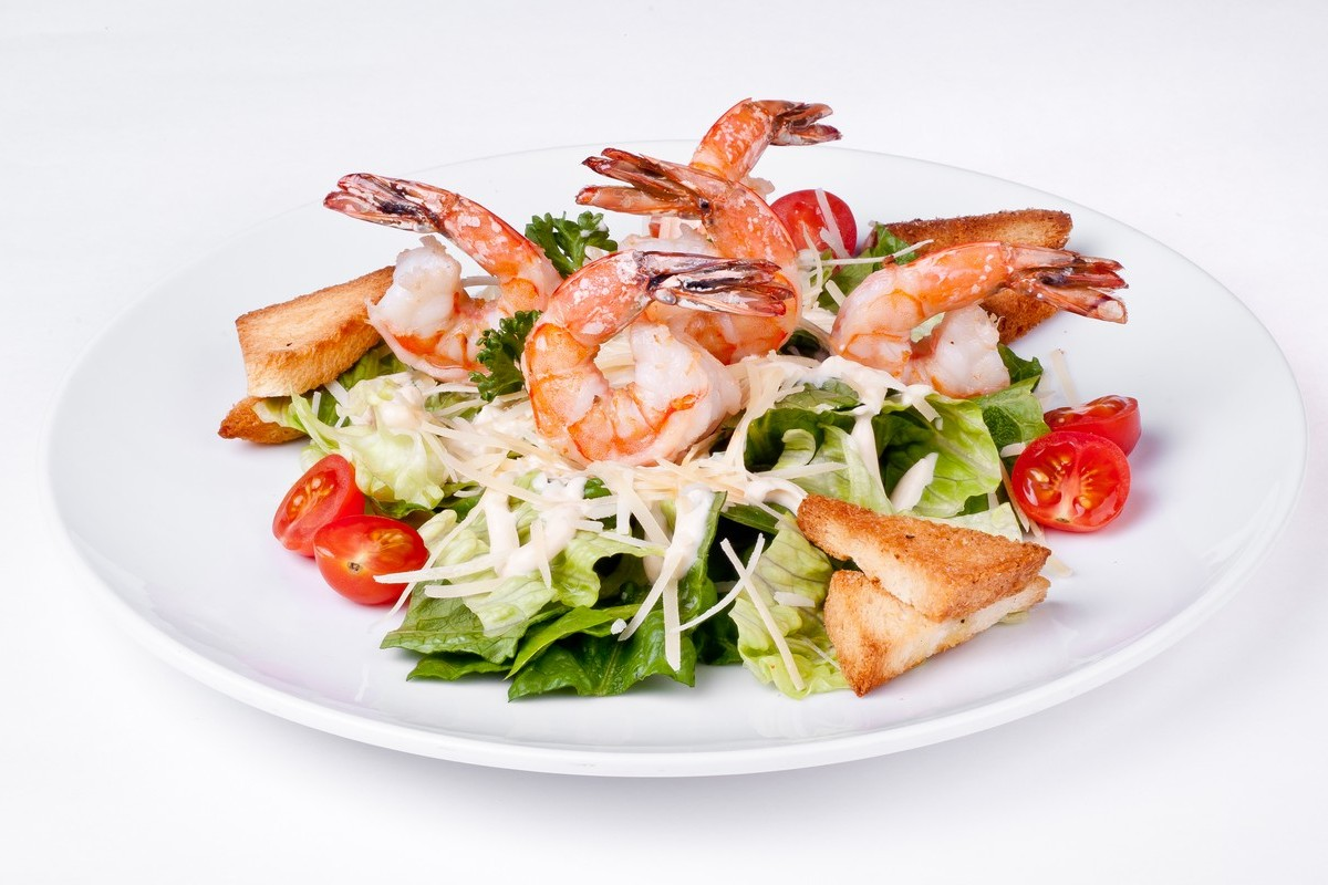 Салат цезарь с креветками рецепт с
