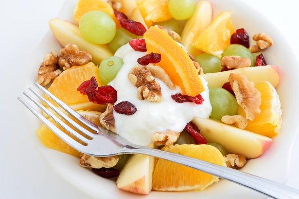 Салат фруктовый с мороженым