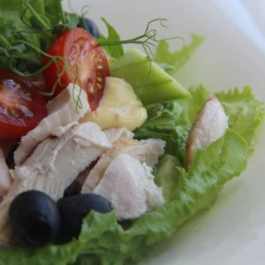 Салат с куриной грудкой с горчично-медовой заправкой - 1