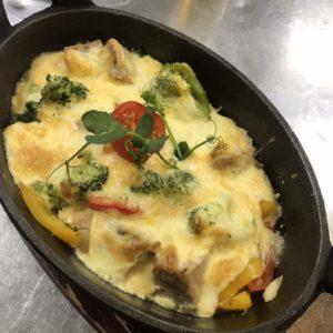 индейка с овощами и сыром чеддар